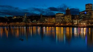 Time Lapse Movie of Moving Clouds Over Downtown City Skyline of Portland Oregon with Hawthorne Bridge and Water Reflection along Willamette River during Blue Hour at Night 1080p — Stock Video
