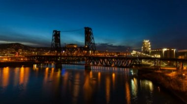 Time Lapse Movie of Long Exposure Light Trails of Auto Traffic on Historic Steel Bridge Across Willamette River at Blue Hour in Downtown Portland Oregon at Night 1080p — Stock Video