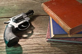 Books and handgun — Stock Photo