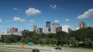 Minneapolis şehir merkezi ile gökdelenler, minnesota, Abd — Stok video