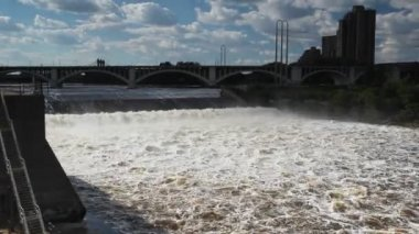 Huge Mississippi River in Minneapolis, MN, USA — Stock Video