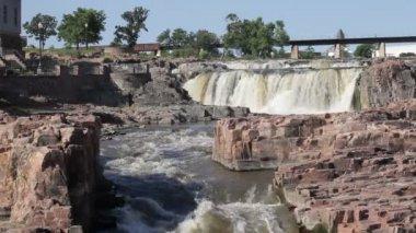 Beautiful falls of Sioux Falls, South Dakota — Stock Video