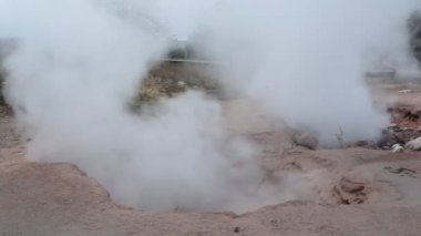Bubbling geothermal mud pool, Yellowstone National Park — Stock Video