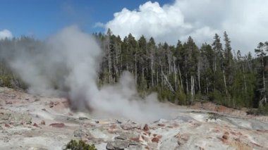 Steamboat Geyser in Yellowstone National Park — Stock Video