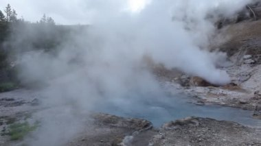 Geothermal pool,Yellowstone National Park, WY, USA — Stock Video