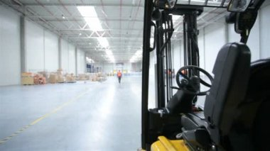 Forklift in a modern storehouse — Video Stock