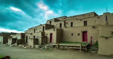 Morgon i Taos Pueblo — Stockvideo