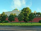 Moskevský kreml palác, hradby a katedrála kupolí na léto s — Stock fotografie