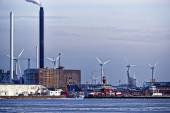 Power plant and vertical axis wind turbines in the sea port — Stock Photo