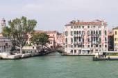Quay and bridge over channel in Venice — Stock Photo