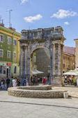Triumphal arch of antique era in Pula — 图库照片