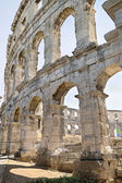 A fragment of antique Roman amphitheater wall in Pula — Stockfoto