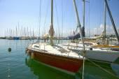 Лодки в Марина в Женеве озеро Бэй Харбор в Лозанне, Switzerla — Стоковое фото
