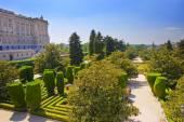 萨巴蒂尼花园附近的皇家宫殿在马德里,西班牙 — 图库照片
