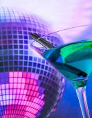 Blue cocktail with sparkling disco ball background with space for text — Stock Photo