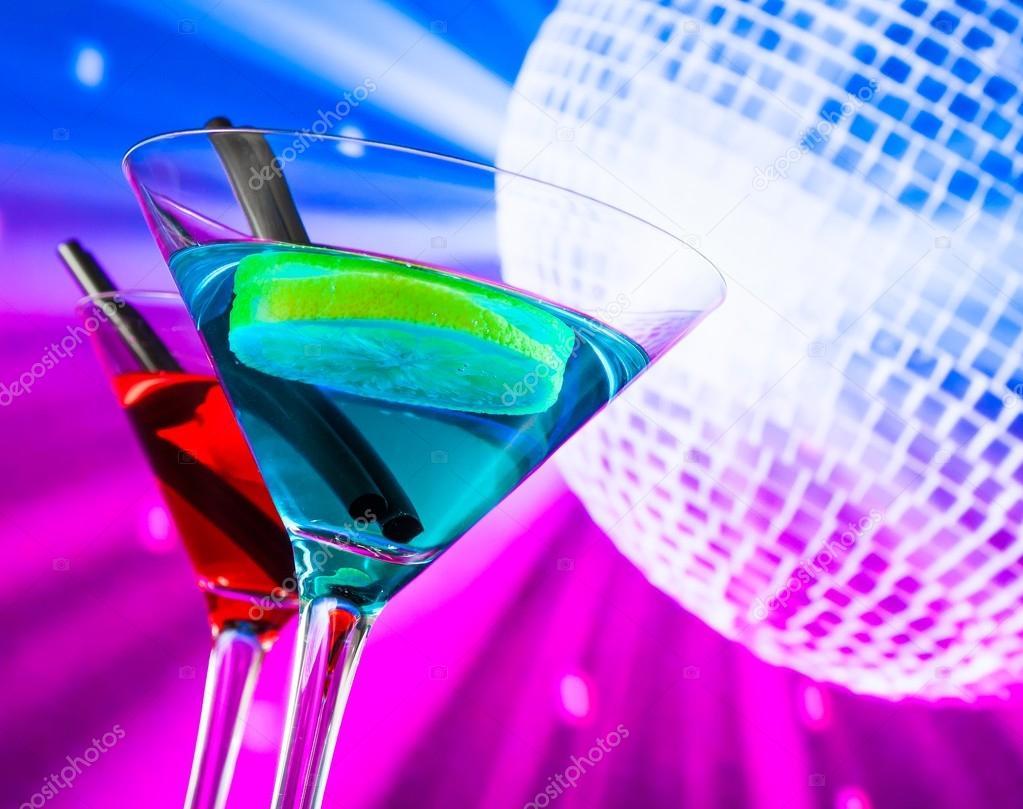 Rouge et bleu cocktail avec mousseux fond de boule disco for Cocktail mousseux