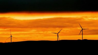 Silhouette of  wind turbine at sunset, power and energy — Stock Video