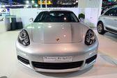 NONTHABURI - DECEMBER 1: Porsche Panamera SE Hybrid car display — Stock Photo