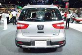 NONTHABURI - DECEMBER 1: Nissan Livina car display at Thailand I — Stock Photo