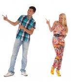 Feliz pareja adolescente emocional señalando — Foto de Stock