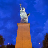 Replica of the Statue of Liberty in Paris — Stock Photo