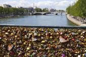 The Love Locks on the Pont des Arts in Paris. — Stock Photo