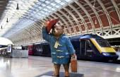 Paddington Bear at Paddington Station in London — Foto de Stock