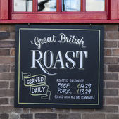 Traditional English Roast Dinner - Pub Lunch — Stock Photo