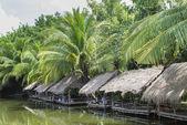 Lakeside bamboo shack restaurant near phnom penh cambodia — Stock Photo