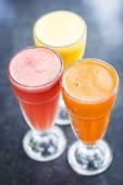 Taze portakal havuç ve karpuz meyve suyu — Stok fotoğraf
