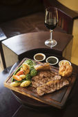 Roast beef and vegetables classic british meal — ストック写真