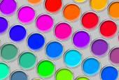 Farba puszki paletę kolorów, puszki otwarty widok z góry na szary backgro — Zdjęcie stockowe
