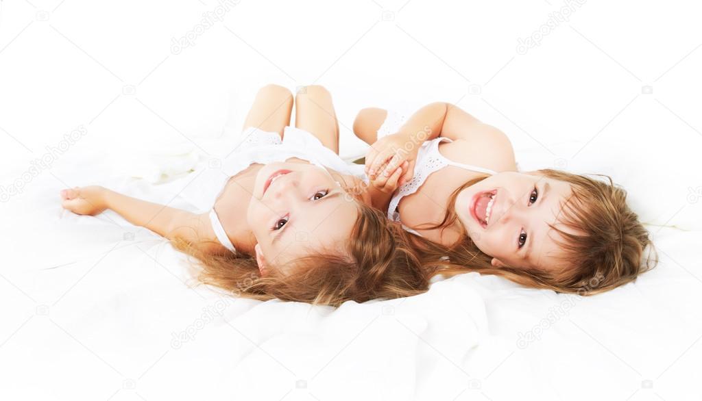 близнецы девушка в постели работа, знаете