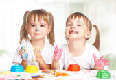 Happy children twins draws paints , get dirty — Stockfoto