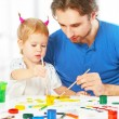 Happy family father and child daughter together draw paints — Stock fotografie #58999283