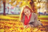Happy young beautiful woman in the autumn — Stock Photo