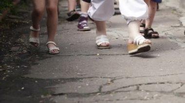 Kindergarten group go on asphalt — Stock Video
