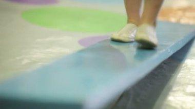 Little gymnast on training — Vídeo de Stock