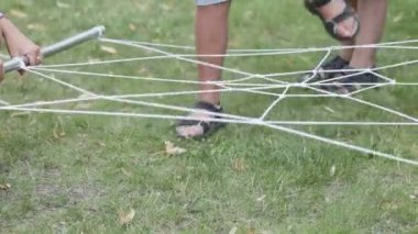 Children overcome obstacle Rope — Stock Video