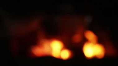 At night boiler over coals — Stock Video