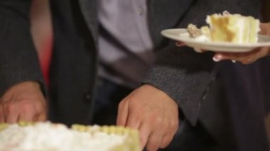 Wedding fruit cake cuting — Stock Video