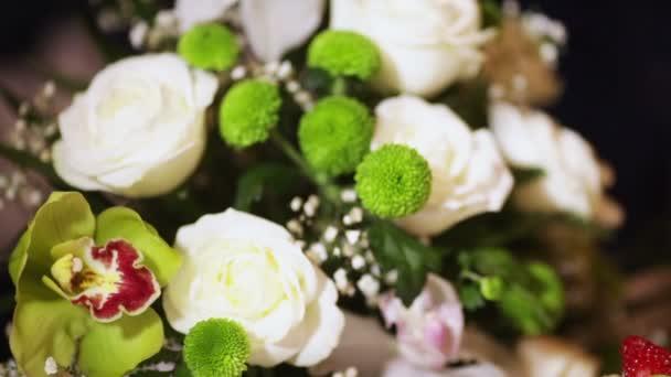 Ramo y pastel de boda — Vídeo de stock