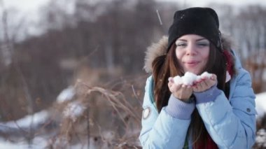 Girl playing with snow — Stock Video