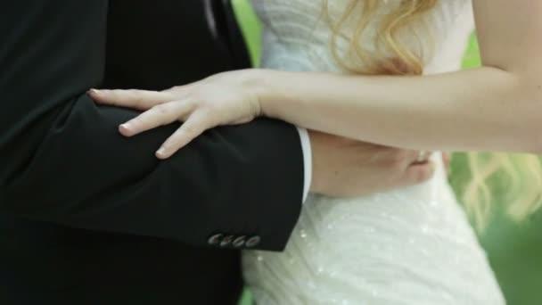 Bodas de abrazos — Vídeo de stock