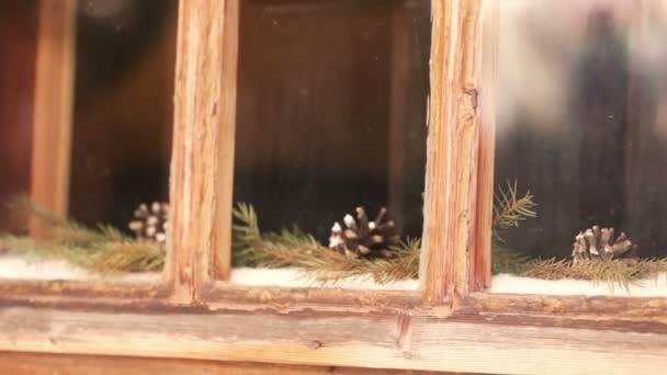 Conos en ventana — Vídeo de stock