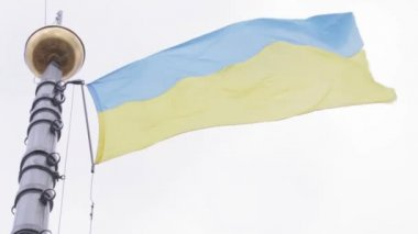 Flagstaff Ukrainian flag — Stock Video