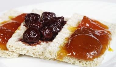 Crispbread with jam — Stock Video