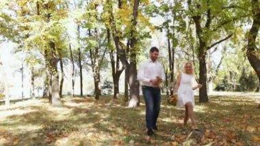 Couple on walk autumn park — ストックビデオ