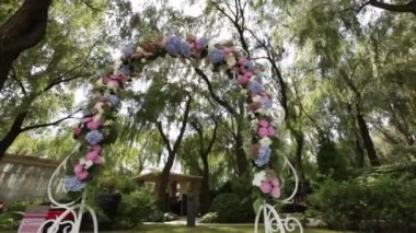 Decorated wedding arch — Stok video