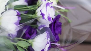 Flowers wrapped — Stockvideo